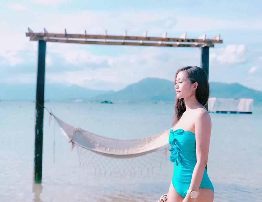 cô-gái-mặc-bikini-ở-biển-bình-lập-cảnh-đẹp-người-đẹp
