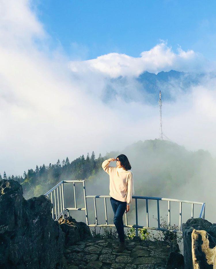 chụp-hình-check-in-núi-hàm-rồng-trên-đỉnh-núi