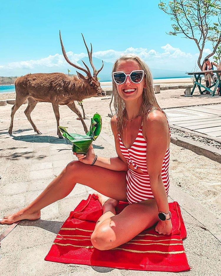 cô-gái-tây-chụp-hình-ở-đảo-Menjangan-như-đang-ở-châu-âu