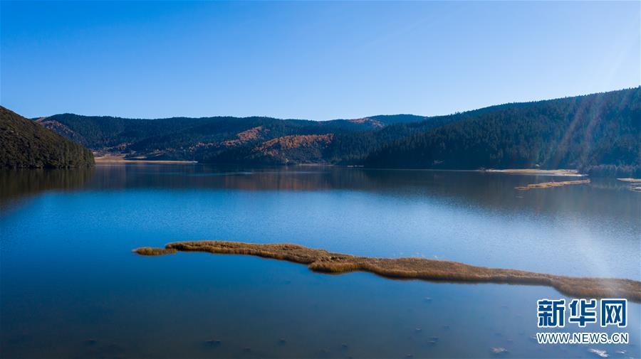 hình-ảnh-hồ-lớn-ở-công-viên-pudacuo-vào-tháng-11