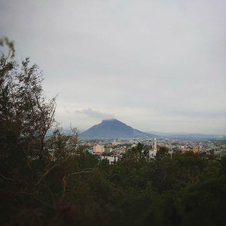 núi-chop-chai-nhìn-từ-xa